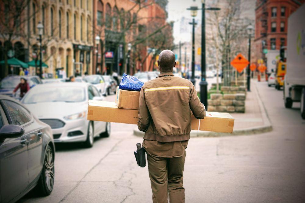 Sende pakker med UPS